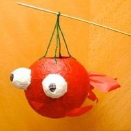 Make the goldfish lantern with many small pieces color papers on a balloon surface